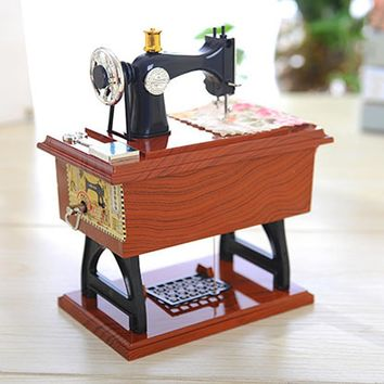 New fashion home decor Vintage Music Box Mini Sewing Machine Style Mechanical Birthday Gift Table Decor christmas decorations
