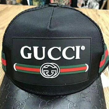 Gucci summer ventilation net cap, brim, brim, embossing design, metal logo male and female baseball cap