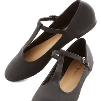 ModCloth Minimal Around-the-Clock Cute Flat in Black
