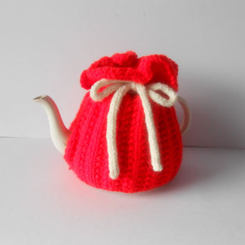 Handknit Tea Cosy. Knit Tea Cozy. Red Tea Cozy. Handknitted teacosy. Tea Cosie with bow tie. Teapot warmer