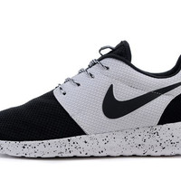 n060 - Nike Roshe Run (Oreo Black/White)