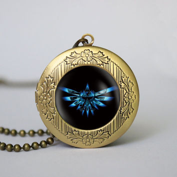 Zelda Hyrule Crest pendant ,legend of Zelda Triforce Inspired locket necklace, gift girlfriend boyfriend gift Bridesmaid Gift