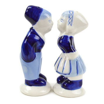 Collectible Salt and Pepper Shakers: Delft Kiss