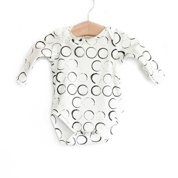 Organic Long-Sleeve Bodysuit in Sketch Circle
