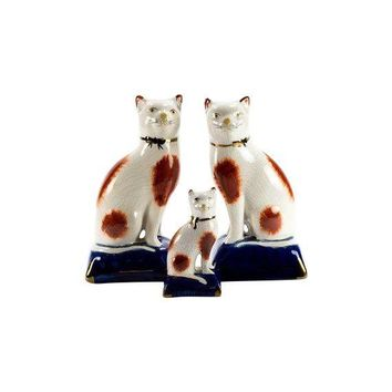 Pre-owned  Staffordshire Style Porcelain Cat Family