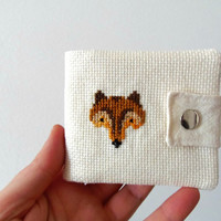 Wallet for kids with fox. Embroidered wallet in cream with embroidered fox. White coin purse with cross stitch animals for fox lovers