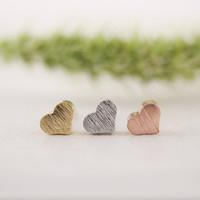 New Fashion Tiny Cute Little Heart Silver Stud Earrings for Women Girls Gifts Simple Elegant Party Earring ED017
