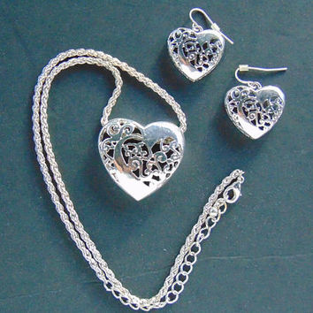 Gorgeous Silver tone Filigree Heart Shaped necklace and Matching pierced Dangle earrings