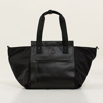carry me om tote | women's bags | lululemon athletica | lululemon athletica