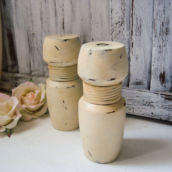 Antique Cream Distressed Pepper Mill and Salt Shaker Set, Vintage Wooden Pepper Grinder, Faux Patina, French Farmhouse Kitchen Decor