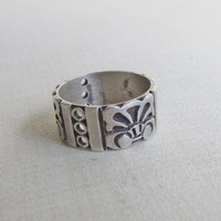 Vintage Taxco Silver Ring, Aztec Flower Design, Pierced,  Handmade Mexico, 1950s Silver Ring, Good Condition, Silver Stylized Flower Band,