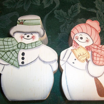 Mr and Mrs Snowman Couple Chunky Wood Tole Painted White Green and Peach Cottage Chic Christmas and Winter Home Decor