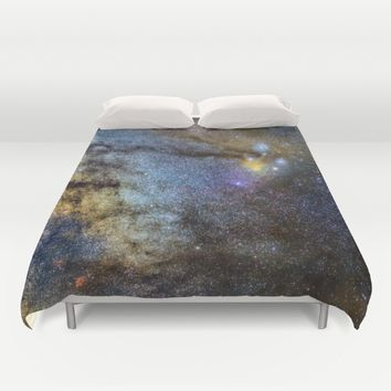 The Milky Way and constellations Scorpius, Sagittarius and the super big red star Antares. Duvet Cover by Guido Montañés