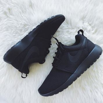 Nike Triple Black Roshe One Sneakers