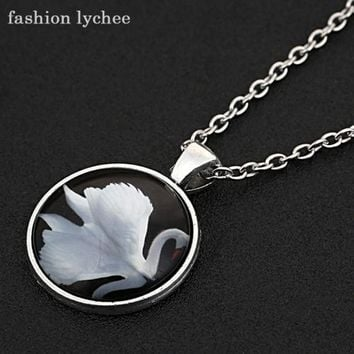 Swimming Pool beach fashion lychee Elegant White Swan Swimming In the Lake Cabochon Pendant Necklace Lady Fashion Jewelry AccessoriesSwimming Pool beach KO_14_1