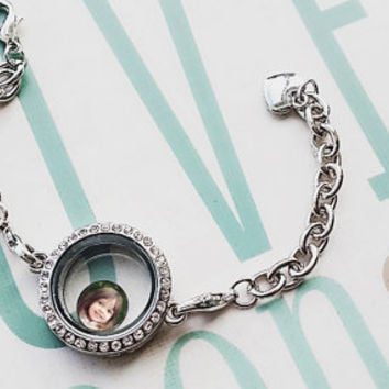Personalized living locket Photo Bracelet with 1 Floating Photo Charm / Magnetic Locket / Memory locket / Mothers gift / Origami Owl locket