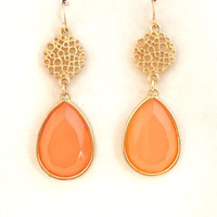 Peachy Keen Dangle Earrings