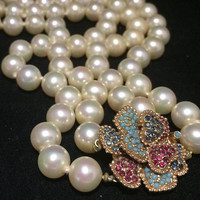 Ciner Faux Pearl Glass Bead Necklace Decorative Rhinestone Flower Clasp Signed Mid Century Bridal Jewelry 318