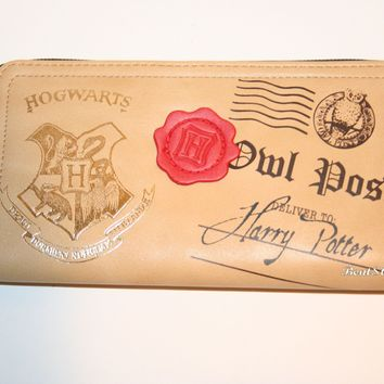 Licensed cool Harry Potter Hogwarts Owl Post Ladies Zipper Wallet with Red Faux Wax Seal NEW