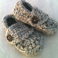 Crocheted Baby Boy Loafer Booties in Grey marble w/brown buttons size newborn 0-3 3-6 6-9 9-12 months