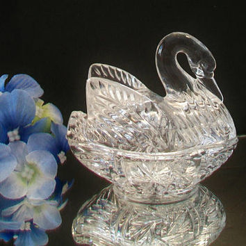 Swan on a Nest Trinket Box Covered Lidded Dish Elegant Candy Jewelry Home Decor