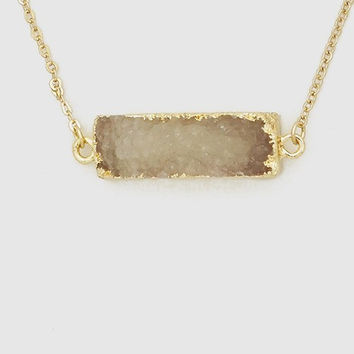 Druzy Stone Pendant Bar Necklace In Gray