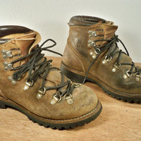 Vintage VASQUE Mountaineering Hiking Brown Leather Trail Camping Women's Stomper Boots Made in Italy Size 6.5