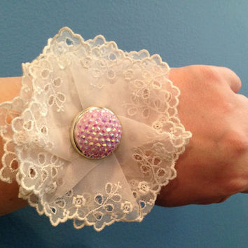 White Lace Corsage, Wrist Corsage, Flower Corsage, Mother's Day Corsage, Gift For Mom, Mother's Day Gift, Prom Gift