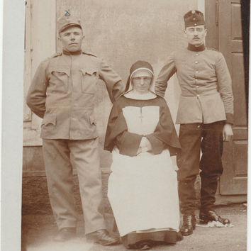 WW1 old Photo of German Soldiers Nurse Militaria Hat Vintage Photography Portrait Ww 1 german collectible Postcard Uniform snapshot