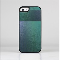 The Vivid Emerald Green Sponge Texture Skin-Sert Case for the Apple iPhone 5c