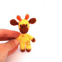 minature giraffe, tiny crocheted animal, mini giraffe, kawaii colectible animal, yellow orange, summer gift, dollhouse, crochet art animal