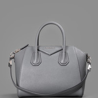 GIVENCHY ANTIGONA SMALL BAG IN SUGAR GRAINED LEATHER WITH ONE ZIPPED POCKET AND TWO CASES INSIDE. HEIGHT:34CM WIDTH: 37CM DEPHT: 13CM