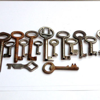 Vintage Ornate Keys/ 15 Skeleton Vintage Keys/European Skeleton Keys/Vintage Supplies