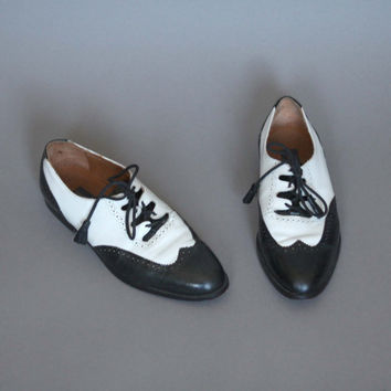 Vintage Shoes Black and White Leather Oxford Flats Saddle Shoes Mens 8 1/2 Womens 9 1/2 or 10