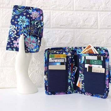 card holder wallet for women - Floral fabric wallet - cash and coin wallet for her - vegan ladies wallet - bifold wallet with zipper pocket