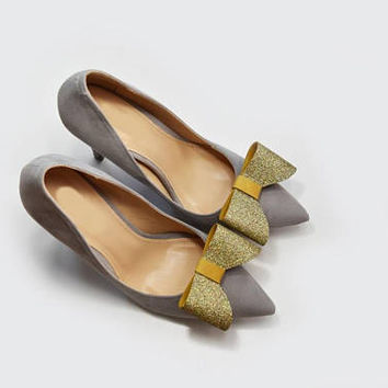 Gold bow - shoe clips, holographic gold glitter and leather, shoe accessories, wedding shoe