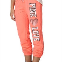 roll leg pant with 'pink love' applique