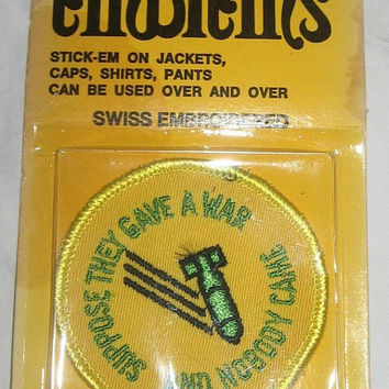 Suppose They Gave A War & Nobody Came vintage 60s 70s Anti War Patch Vietnam Peace Hippie New Old Stock Yellow Green