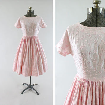 Vintage 1950s Pink Day Dress -  Size Small Floral Short Sleeve Fashion Clothing / Pink Pleats