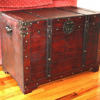 Old Fashioned Storage Trunk Wooden Treasure Hope Chest