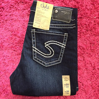 Silver Brand Well Defined Curve Suki Silver Jeans Slim Bootcut Dark Wash