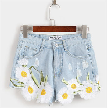 2017 summer new elegant embroidery flowers worn cowboy shorts female college wind hot shorts Grunge style floral denim shorts