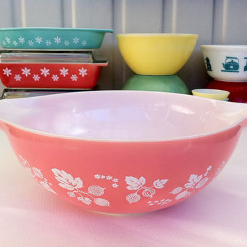 Pyrex pink Gooseberry Cinderella #444 bowl!! Large, English JAJ pink Pyrex mixing/ nesting bowl!! ReTrO KiTcHeN!!
