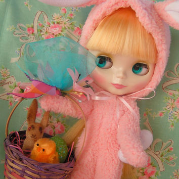 Vintage Kunstlerschutz Bunny Basket For Blythe/Barbie Dolls...handmade and ooak