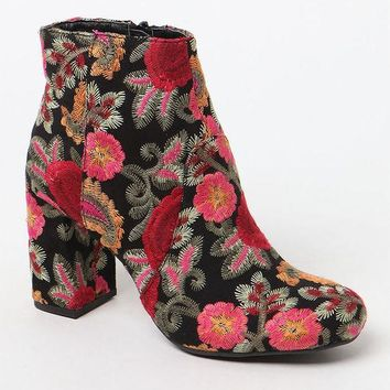 ICIKJH6 Mia Embroidered Ankle Boots
