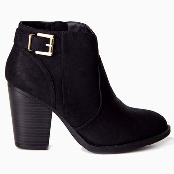 Black-Buckle-Side-Ankle-Boot
