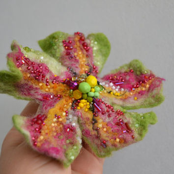 Felt Flower Wool Pin Hot Pink Light Green,Floral Corsage Pin,Felt Brooch,Felted Flower Gift Idea,Handmade Art Pin,Embroidered Flower