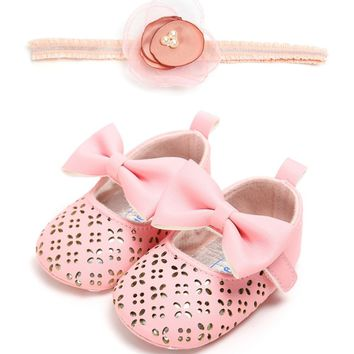 Baby Girl Pink Mary Jane Eyelet Shoes with Bow