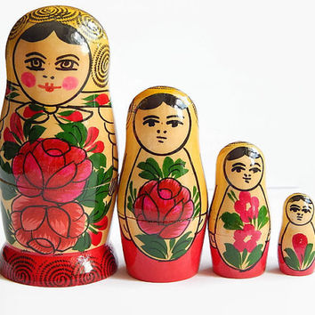 Vintage Russian Matryoshka Nesting Girl Matryoshka Doll Soviet Vintage Gift For Girls Wooden Toy Matrioshka 1980s Russian stacking dolls