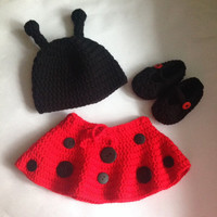 Crochet Ladybug outfit PDF Pattern (hat, skirt and booties). PDF Tutorial file for a ladybug set.